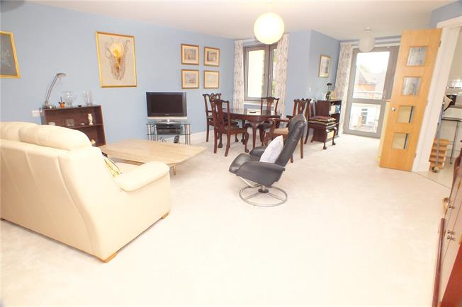 Guide Price £349,000, 2 Bedroom Flat For Sale in Fleet, GU51
