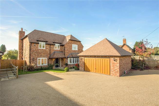Asking Price £1,250,000, 5 Bedroom Detached House For Sale in Berkshire, GU47