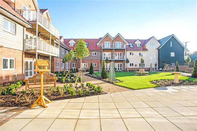 Guide Price £275,000, 1 Bedroom Flat For Sale in Church Crookham, Fleet, GU52
