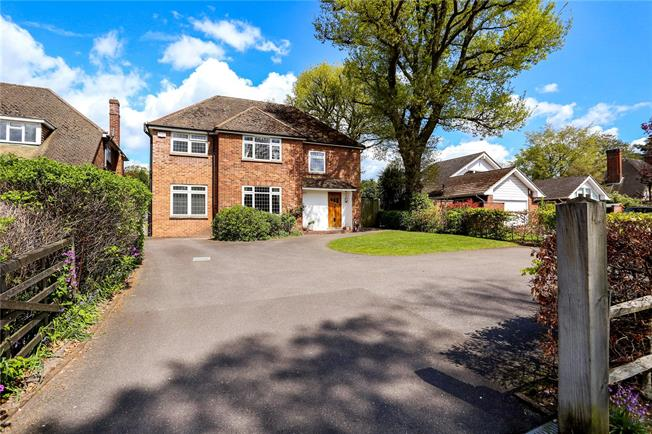Guide Price £900,000, 5 Bedroom Detached House For Sale in Hampshire, GU14