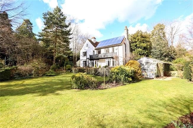Guide Price £1,150,000, 6 Bedroom Detached House For Sale in Fleet, GU51