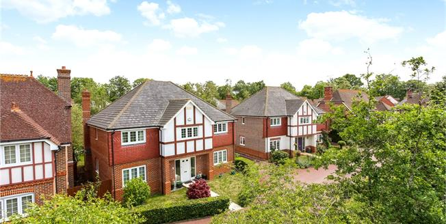 Guide Price £885,000, 5 Bedroom Detached House For Sale in Fleet, GU51