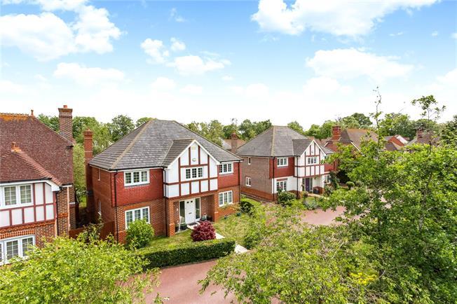 Guide Price £885,000, 5 Bedroom Detached House For Sale in Fleet, GU51