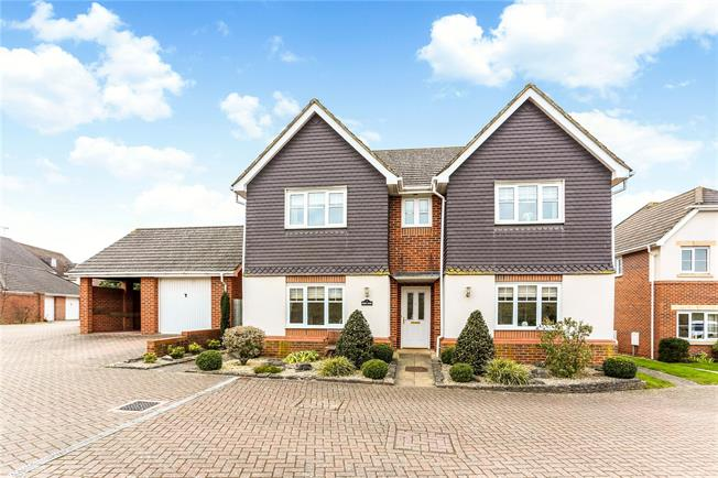 Guide Price £650,000, 4 Bedroom Detached House For Sale in Hook, RG27