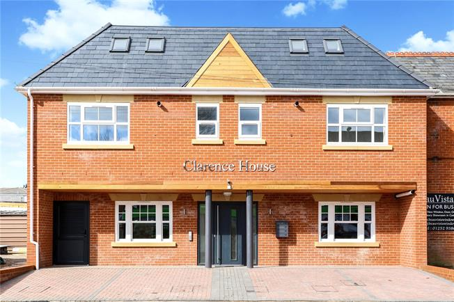 Guide Price £225,000, 1 Bedroom Flat For Sale in Fleet, Hampshire, GU51