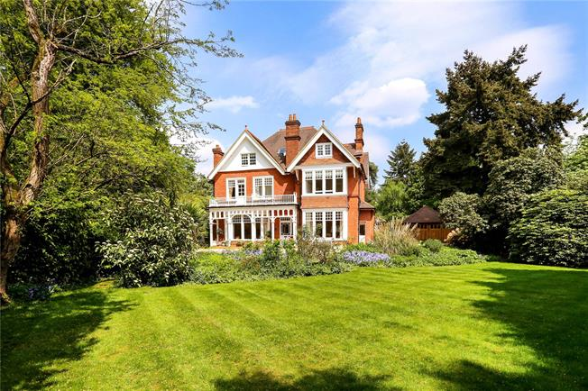 Guide Price £1,550,000, 5 Bedroom Detached House For Sale in Surrey, GU15