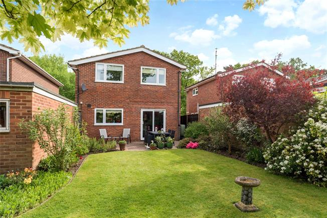 Guide Price £530,000, 3 Bedroom Detached House For Sale in Fleet, GU51