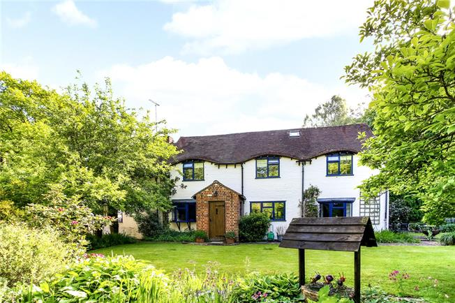 Guide Price £760,000, 4 Bedroom Detached House For Sale in Heckfield, RG27
