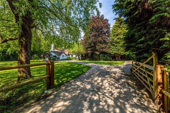 Asking Price £1,395,000, 4 Bedroom Detached House For Sale in Hook, RG27
