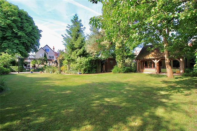Guide Price £725,000, 5 Bedroom Detached House For Sale in Hampshire, GU14