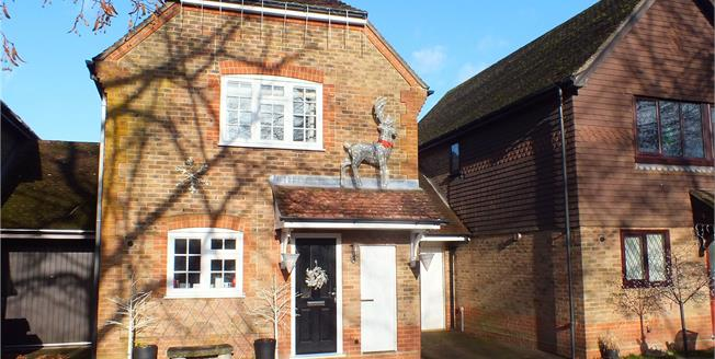 Guide Price £420,000, 3 Bedroom Detached House For Sale in Hampshire, GU14