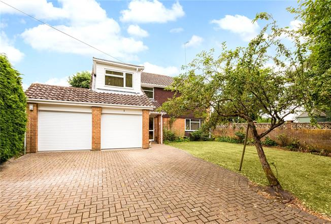 Guide Price £700,000, 4 Bedroom Detached House For Sale in Crookham Village, GU51