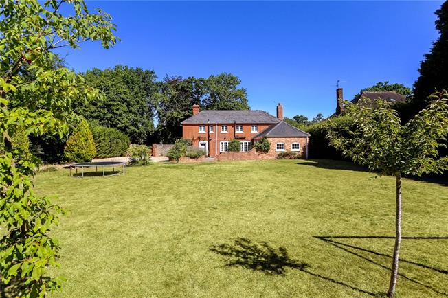 Guide Price £875,000, 4 Bedroom Detached House For Sale in Farnborough, GU14
