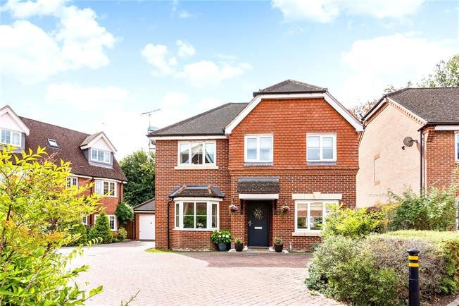 Guide Price £550,000, 4 Bedroom Detached House For Sale in Hook, RG27