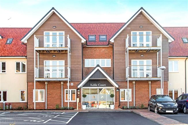 Guide Price £276,000, 2 Bedroom Flat For Sale in Church Crookham, GU52