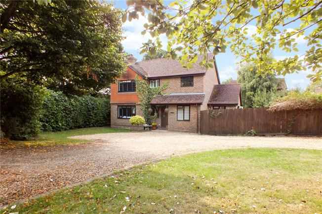 Guide Price £675,000, 4 Bedroom Detached House For Sale in Fleet, GU52