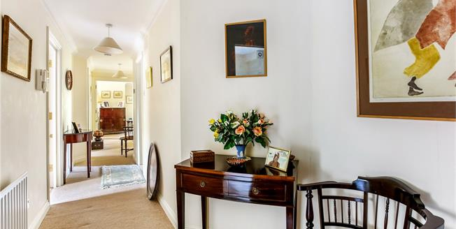 Guide Price £385,000, 2 Bedroom Flat For Sale in Fleet, Hampshire, GU51