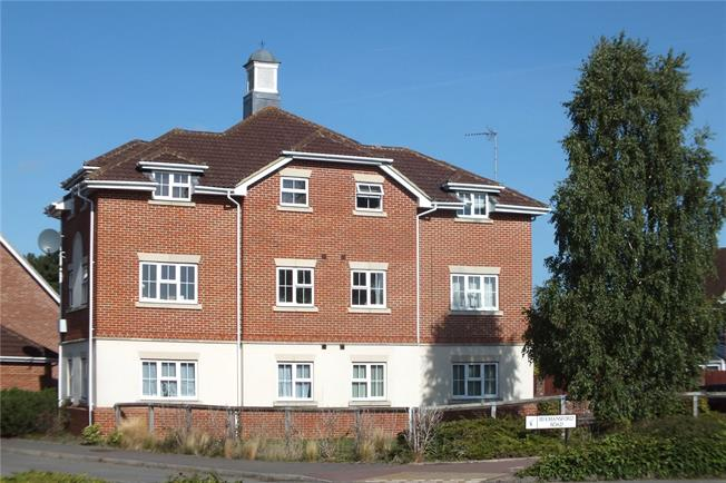 Guide Price £265,000, 2 Bedroom Flat For Sale in Fleet, GU51