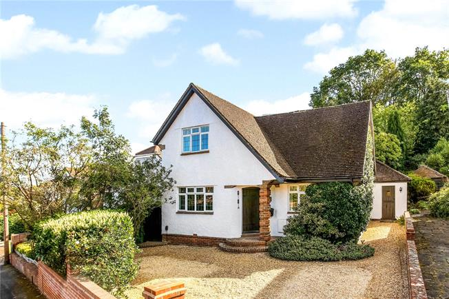 Guide Price £750,000, 4 Bedroom Detached House For Sale in Farnborough, GU14