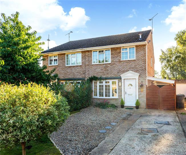 Asking Price £400,000, 3 Bedroom Semi Detached House For Sale in Camberley, Surrey, GU16