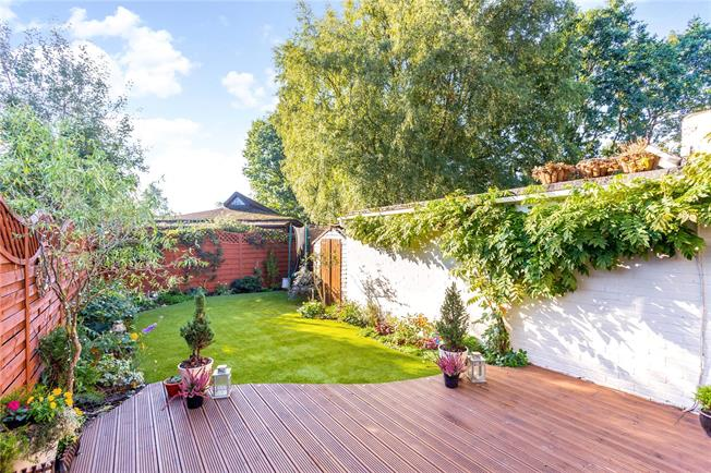 3 Bedroom Semi Detached House For Sale in Camberley, Surrey