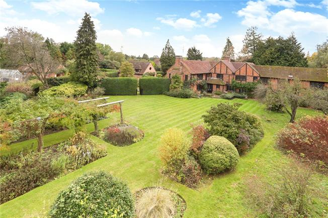 Guide Price £2,750,000, House For Sale in Hook, Hampshire, RG27