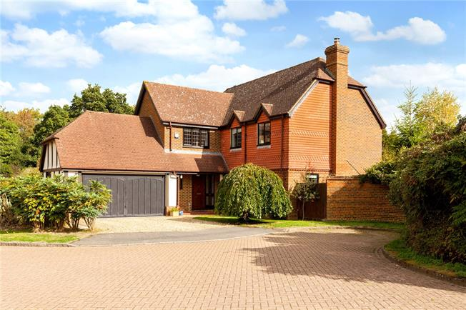 Guide Price £750,000, 5 Bedroom Detached House For Sale in Fleet, Hampshire, GU52