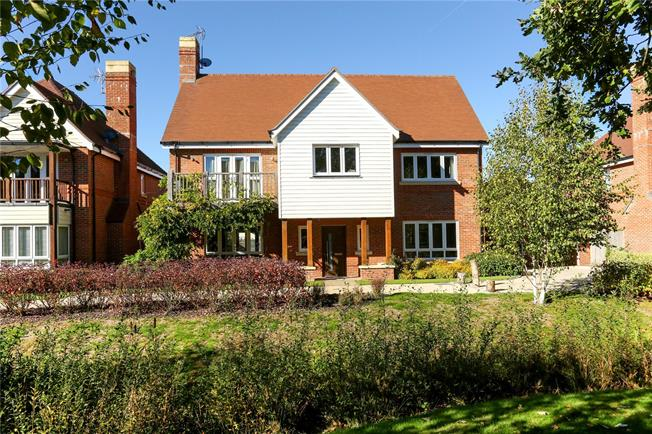 Asking Price £850,000, 4 Bedroom Detached House For Sale in Fleet, GU51