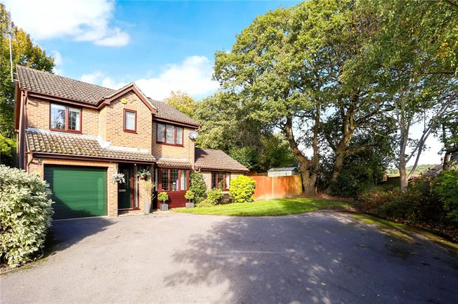 Guide Price £625,000, 4 Bedroom Detached House For Sale in Frimley, GU16
