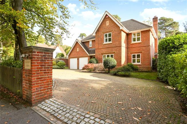 Guide Price £1,100,000, 5 Bedroom Detached House For Sale in Camberley, GU15