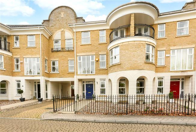 Guide Price £550,000, 5 Bedroom Terraced House For Sale in Deepcut, GU16
