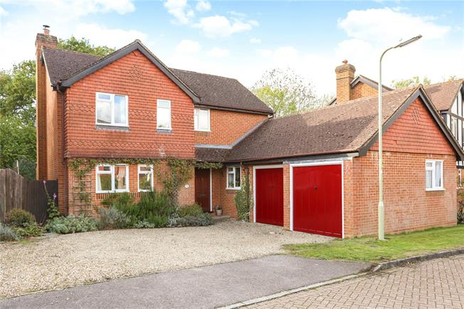 Guide Price £585,000, 4 Bedroom Detached House For Sale in Church Crookham, GU52