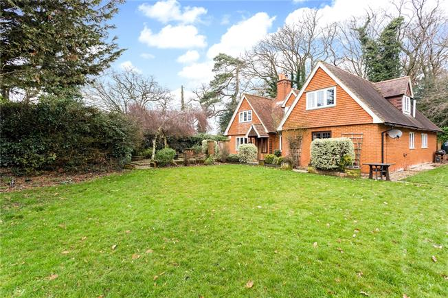 Guide Price £875,000, 4 Bedroom Detached House For Sale in Rotherwick, RG27