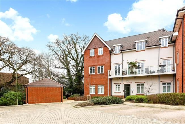 Guide Price £210,000, 1 Bedroom Flat For Sale in Church Crookham, GU52