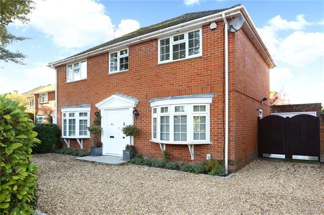 Guide Price £750,000, 4 Bedroom Detached House For Sale in Fleet, GU51