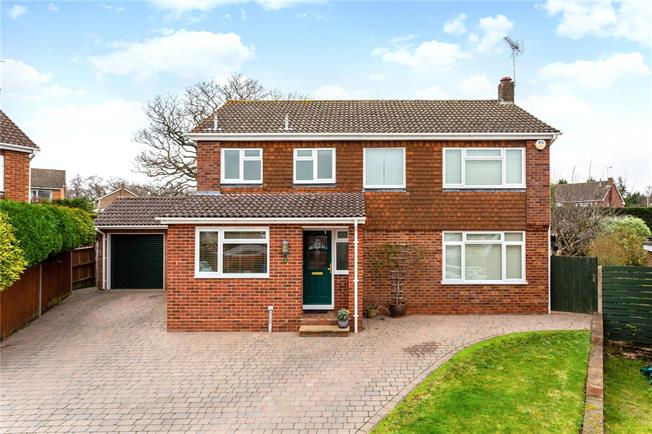 Guide Price £795,000, 4 Bedroom Detached House For Sale in Hartley Wintney, RG27