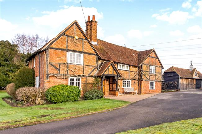 Guide Price £1,375,000, 5 Bedroom Detached House For Sale in Odiham, RG29