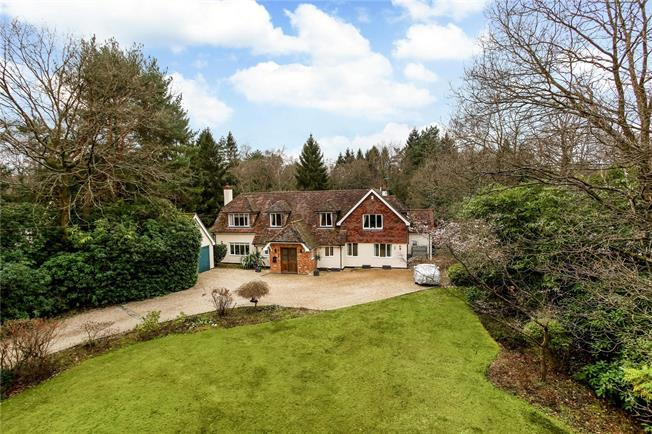 Guide Price £1,695,000, 5 Bedroom Detached House For Sale in Wokingham, Berkshire, RG40