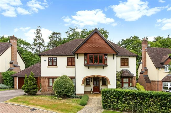 Guide Price £900,000, 5 Bedroom Detached House For Sale in Blackwater, GU17