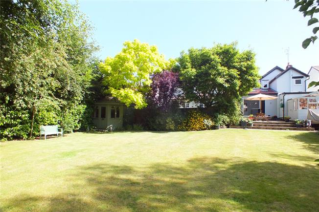 Asking Price £700,000, 4 Bedroom Detached House For Sale in Crowthorne, RG45