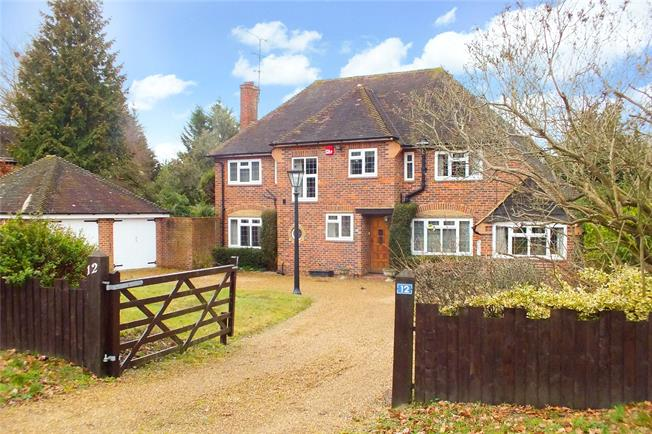 Guide Price £950,000, 4 Bedroom Detached House For Sale in Fleet, GU52