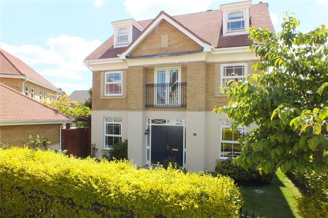Guide Price £715,000, 5 Bedroom Detached House For Sale in Deepcut, GU16