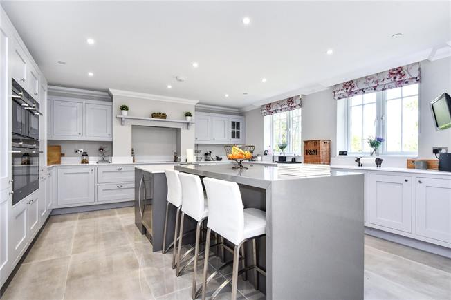 Guide Price £1,895,000, 5 Bedroom Detached House For Sale in Surrey, GU15