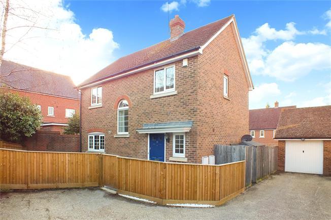 Guide Price £500,000, 4 Bedroom Detached House For Sale in Fleet, GU51