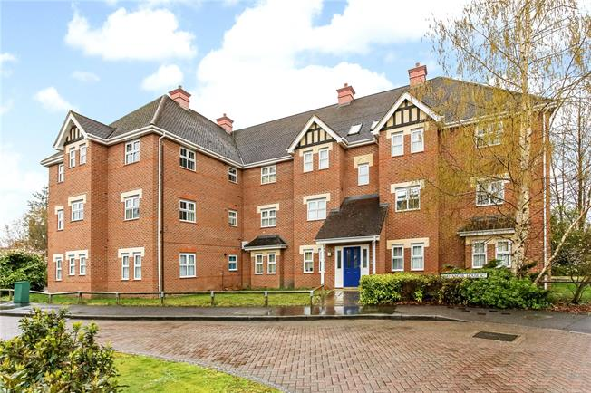 Guide Price £250,000, 2 Bedroom Flat For Sale in Fleet, GU51