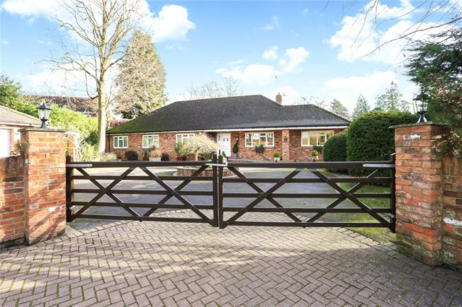 Guide Price £875,000, 4 Bedroom Detached House For Sale in Church Crookham, GU52