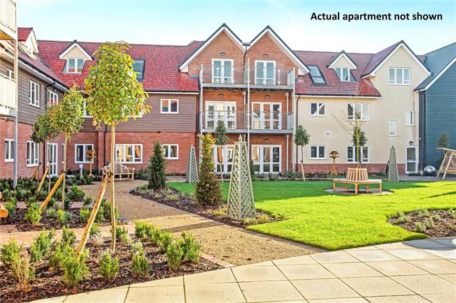 Asking Price £320,000, 1 Bedroom Flat For Sale in Church Crookham, GU52