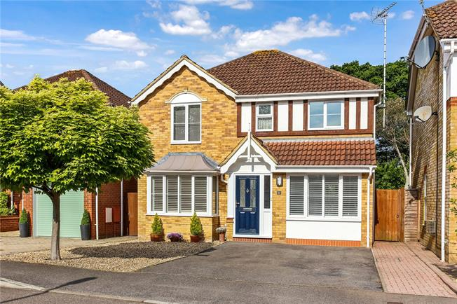 Guide Price £535,000, 4 Bedroom Detached House For Sale in Farnborough, GU14