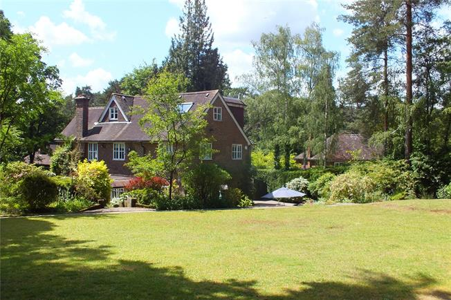 Guide Price £1,375,000, 6 Bedroom Detached House For Sale in Fleet, GU51