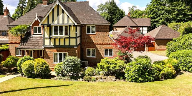 Guide Price £1,175,000, 5 Bedroom Detached House For Sale in Surrey, GU15